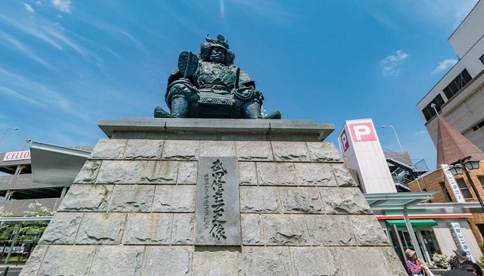 武田信玄公像