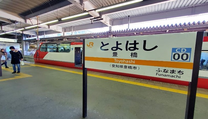 豊橋駅東口駅前